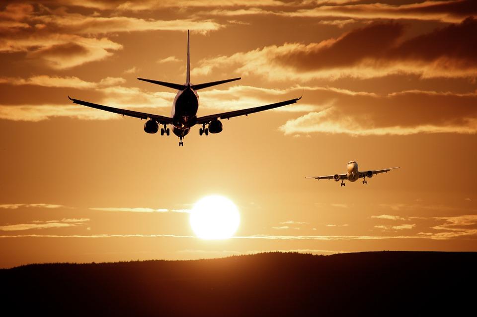Mladá dívka přežila pád letadla a ještě pešky došla k silnici