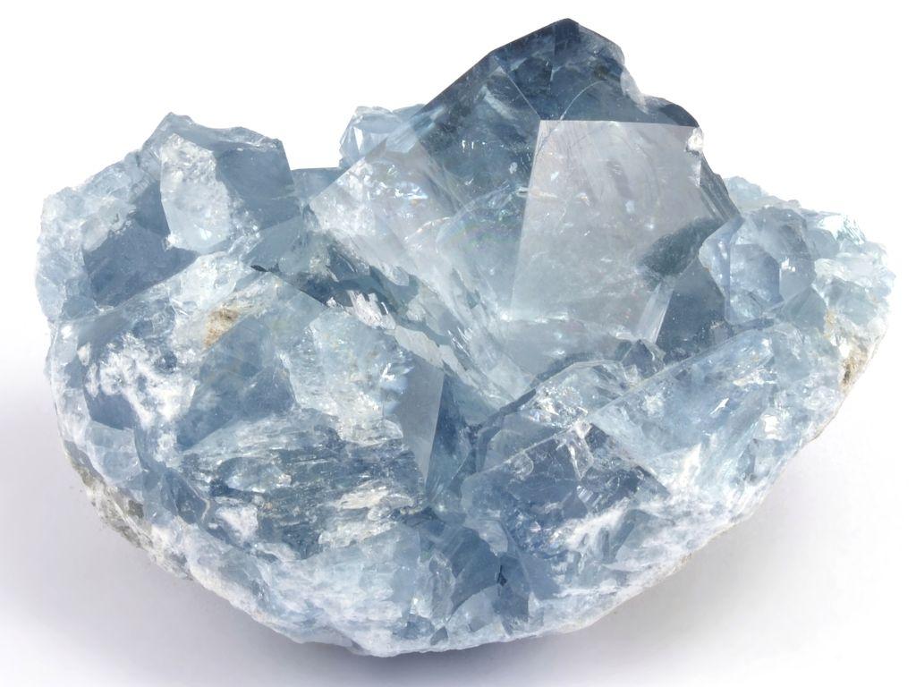 Drahé kameny a minerály jako krásná ozdoba interiéru